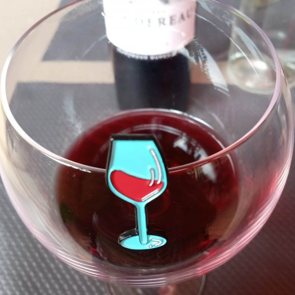 copita de vino y su pin