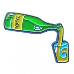 pin de botella de sidra y vaso